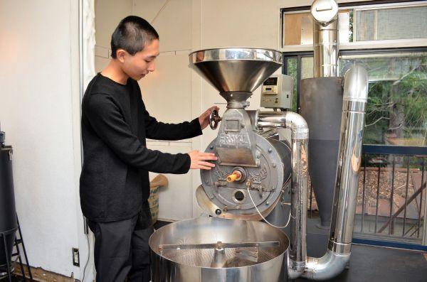 コーヒー焙煎士・岩野響さん