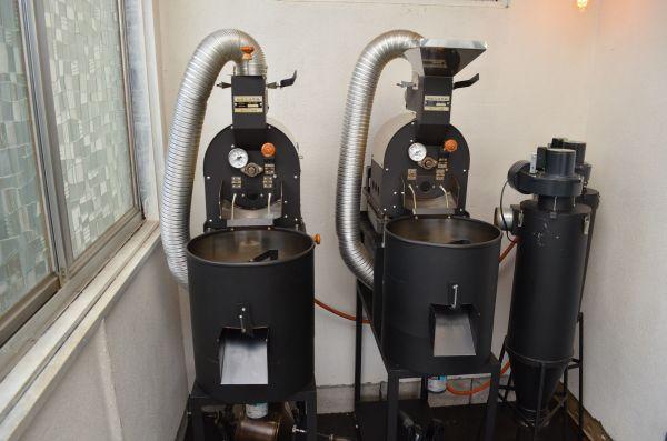 それぞれ1キロのコーヒー豆を焙煎できる焙煎機