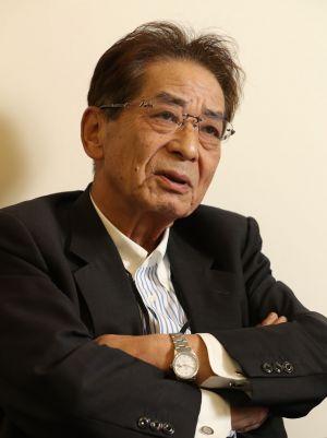 昨年、朝日新聞のインタビューに答える仙谷氏=東京都港区、池永牧子撮影