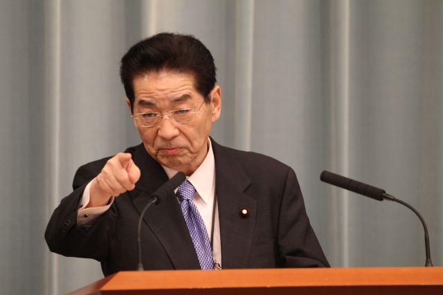 官房長官として記者会見に臨む仙谷由人氏=2010年11月10日、首相官邸