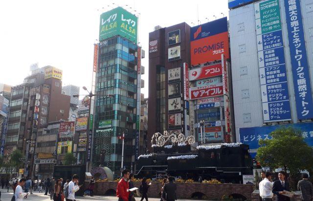 JR新橋駅西口前のSL広場=2018年11月