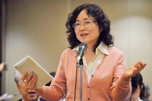 11月9日に日本外国特派員協会で安田さんに質問する、ジャーナリストの江川紹子さん=東京・丸の内