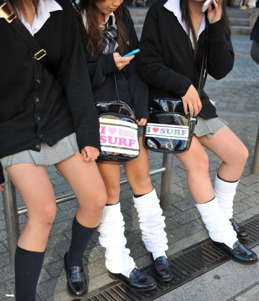 ミニスカートとルーズソックスのコギャルファッション=2008年