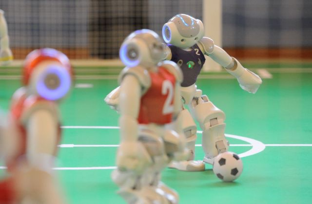 ロボットによるサッカー競技=2018年5月3日、岐阜県大垣市