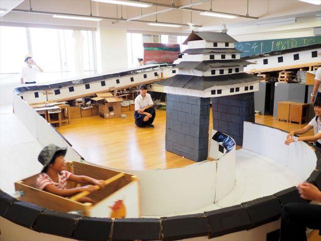尼崎北高校の生徒たちが2017年に作ったジェットコースター=同校提供
