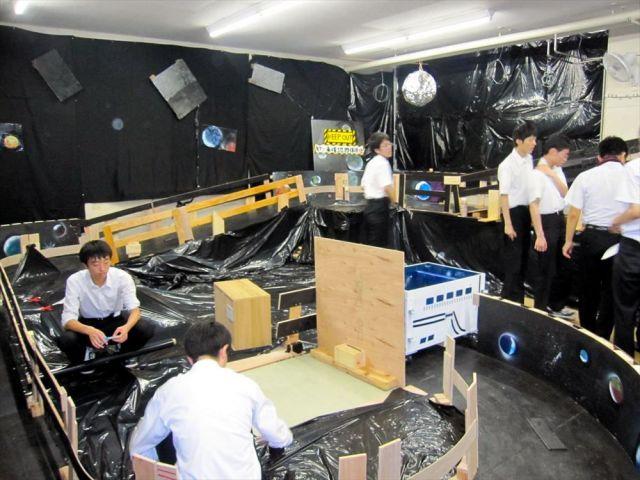 秋田県立大館鳳鳴高生が作った手作りジェットコースター=同校の片岡将真さん提供