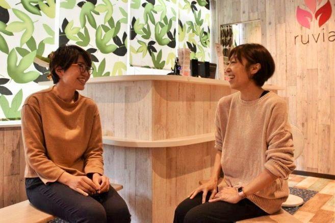 洋式派の私、山下(左)が和式派の島田さんに会いに行ってきました=横浜市神奈川区