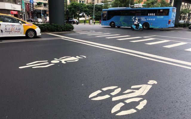 台北のバイク・自転車専用待機所