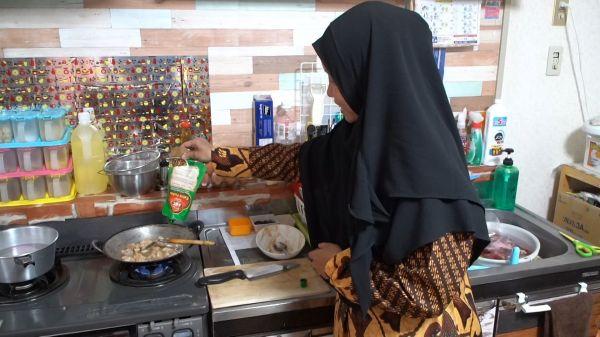 調味料類はインドネシア食材店のほか、日本の業務用スーパーでも、タイやマレーシアから輸入された「ハラル」のものが買えるという