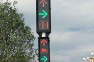 この信号機、進んでいいのはどっちの方向なんでしょうか?