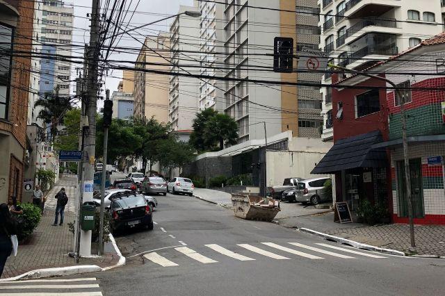 ブラジル・サンパウロの信号機。こちらは消えています
