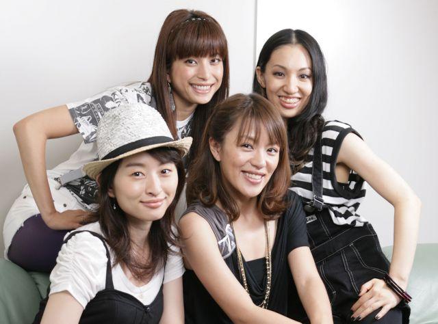 2009年のSPEED。前列左が島袋寛子さん