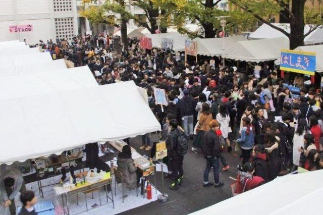 昨年の三田祭の様子=三田祭実行委員会提供