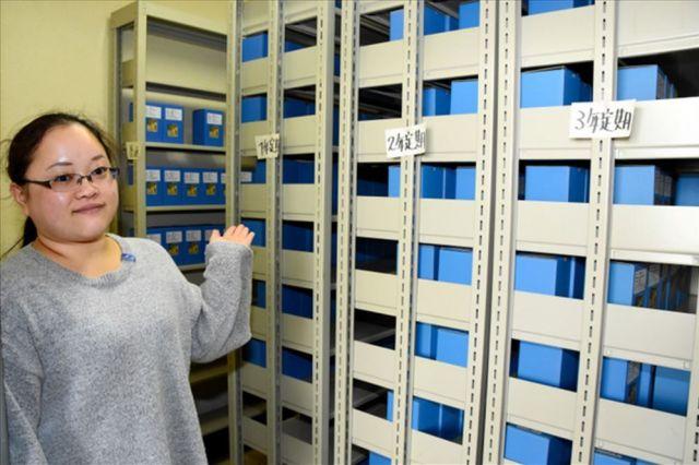 預け入れが2年以下のものや発送を待つ焼酎を貯蔵する書庫=高知県四万十町大正、菅沢百恵撮影