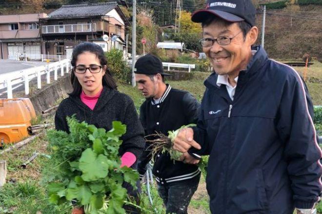 後藤京一さんに説得されるブルーノ・ニシヤマさん(中央)と太田ジェニファーさん