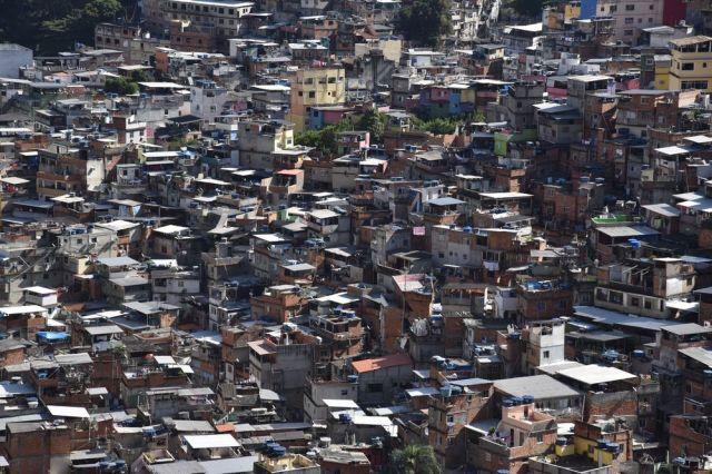 リオデジャネイロ市内のファベーラ=2016年7月8日、諫山卓弥撮影