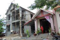 ベトナムには、若い家主が不在の家々が立ち並ぶ=鈴木暁子撮影