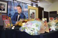 フレディ・マーキュリーの命日11月24日、1970年代から注目し、雑誌「MUSIC LIFE」で取り上げてきた、シンコーミュージック・エンタテイメントで開かれた献花=東京都千代田区神田小川町