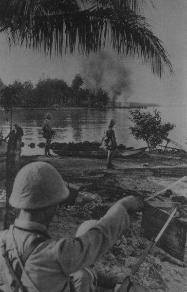 1942年、太平洋戦争でニューアイルランド島に上陸した日本海軍陸戦隊。当時は国際連盟の委任でオーストラリアが統治していた。