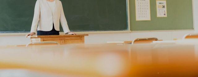 アンケートからは「教室にいる子とも関わる時間がない」という先生たちのもどかしさが見えた(写真はイメージ)
