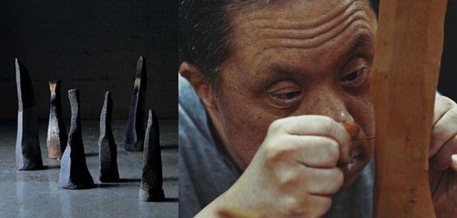 陶土で棒状のモニュメントを作る吉川秀昭さん、その作品には10万円以上の値がつくことも