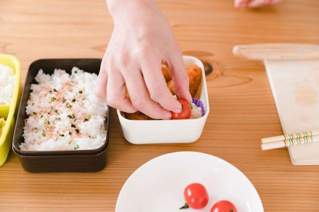 子どもへの「手作り弁当」は愛情の証し?(写真はイメージ=PIXTA)