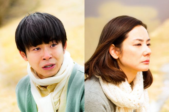 太賀さん(左)が演じる息子は大人になり、吉田羊さんが演じる母親に向き合う決意をする=(c)2018「母さんがどんなに僕を嫌いでも」製作委員会