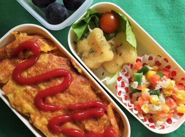 【アレルギーと食】女性が食物アレルギーの長男のために作ったお弁当。給食メニューに合わせてオムライスにした