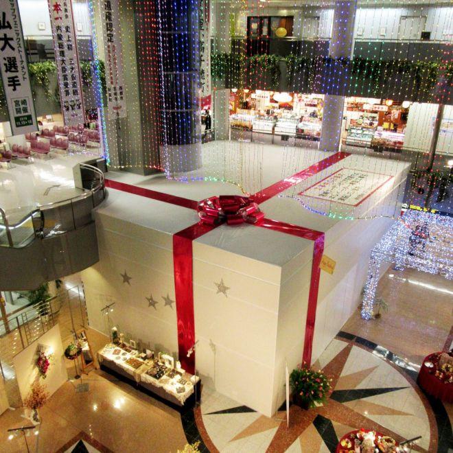 クリスマスアート展に合わせて周囲も装飾されています