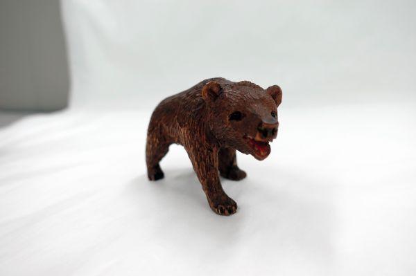 北海道第1号のモデルとなったスイスの木彫り熊=北海道八雲町の町木彫り熊資料館(八雲産業が管理)