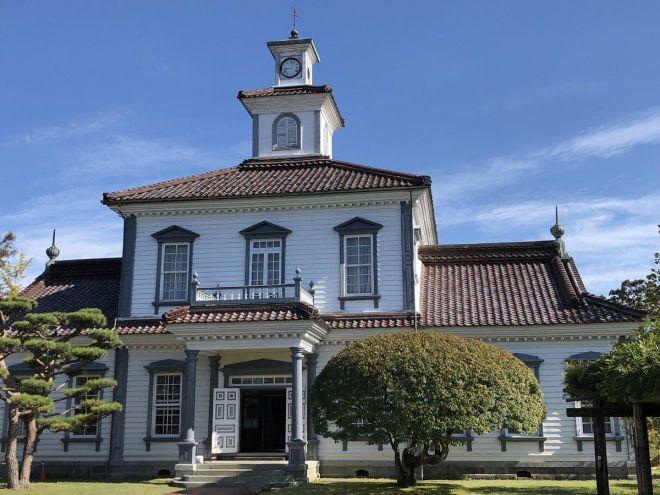 致道博物館の敷地内に保存されている「旧西田川郡役所」