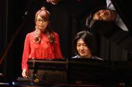 余命1年を告げられた音楽プロデューサーSolayaさん(右)と歌手の朝倉さやさん=Solaya Label提供