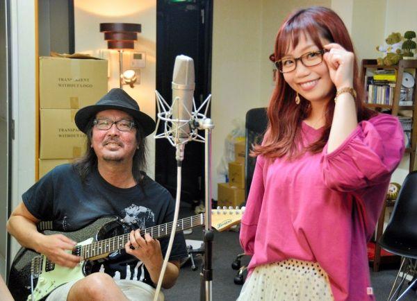 余命1年を告げられた音楽プロデューサーSolayaさん(左)と朝倉さやさん=2018年5月、東京都渋谷区のSolaya Label事務所