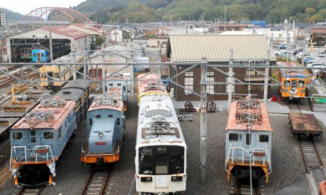 往年の電気機関車が並ぶ近江鉄道ミュージアムは、12月8日で閉館した=近江鉄道彦根駅