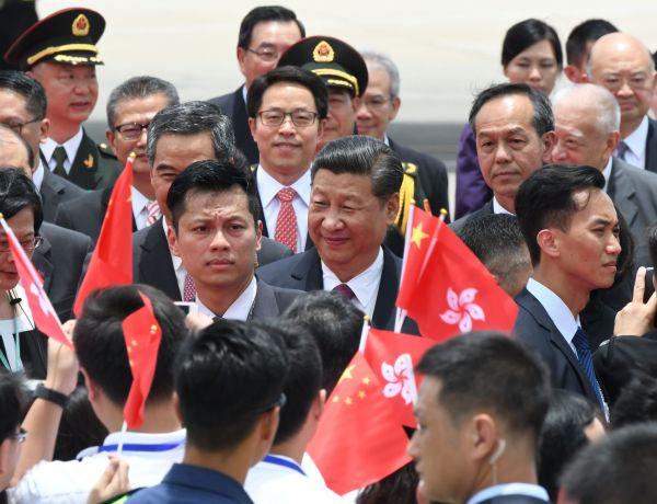 香港返還20年記念式典に出席するため、香港空港に到着した習近平国家主席=2017年6月29日、香港、益満雄一郎撮影