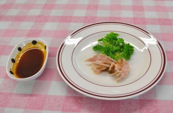 ポマティア種の刺し身=三重県松阪市のエスカルゴ牧場、杉浦幹治撮影