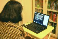 オンライン交流会で参加者に話しかける加藤さん