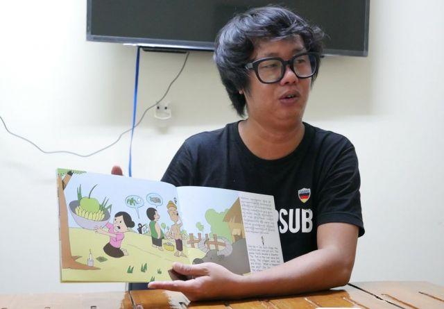 作画を手がけたカージーさん。「ワローンは逮捕されるようなことをするような男じゃない」と話した=2018年10月、ミャンマー・ヤンゴン