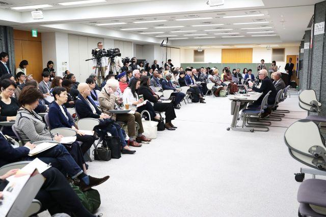 東京アルビニズム会議には、アルビノの当事者を含め多くの来場者が訪れた=関田航撮影