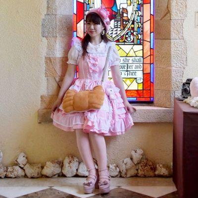 「かにぱんお姉さん」こと望月沙枝子さん。三立製菓企画課の社員です