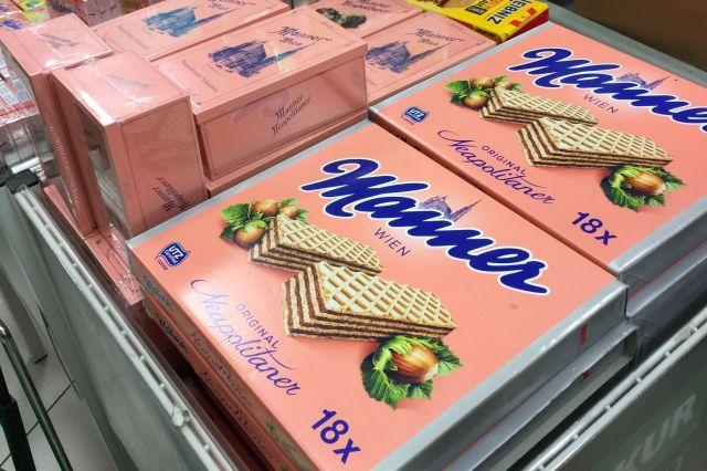 ピンク色の包装が印象的なお菓子。これはその代表格のウェハースです