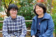 小倉美樹さん(右)と長男の時駆(はるく)さん=2018年11月、京都府長岡京市、沢木香織撮影