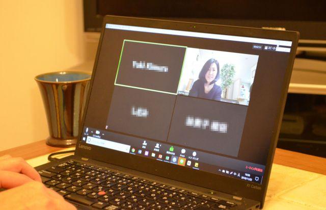オンライン交流会の参加者を待つ加藤さん(画面右上。画像の一部を加工しています)