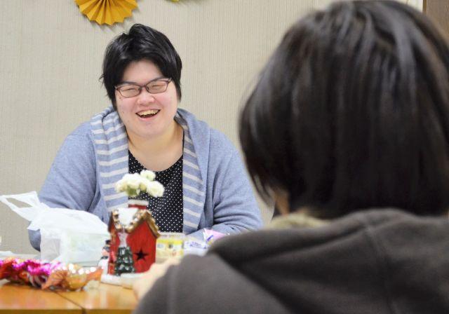 中澤さんと話す加藤さん(左)