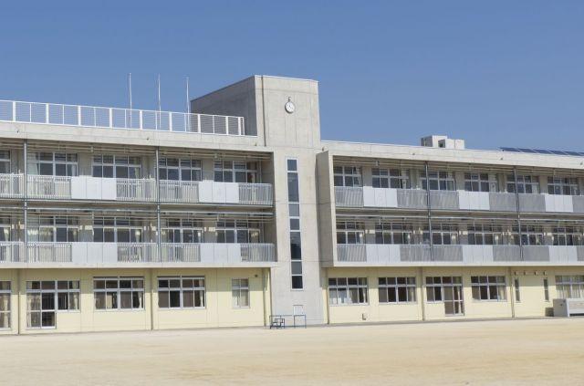 加藤さんは、学校でいじめられても誰にも相談できませんでした(写真はイメージです)