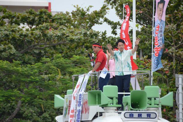 佐喜真候補の応援には本土から多くの自民党議員がやってきた