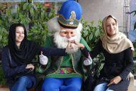 ひげのおじいさんはサンタではなく、イランの正月キャラです