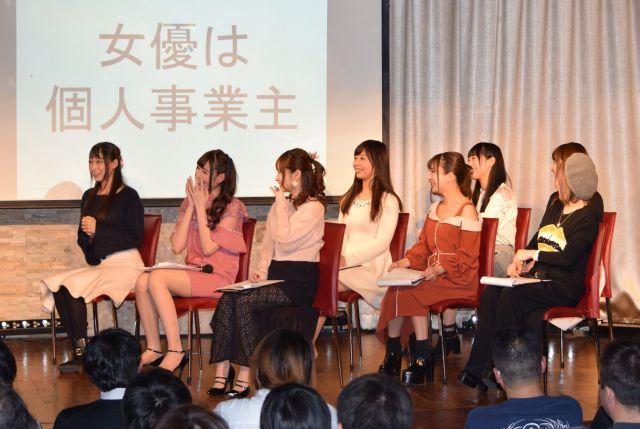 日本プロダクション協会の発足イベントでは、会員プロダクションが守るべきルールがAV女優たちによるコント形式で紹介された=2018年2月、渋谷区、高野真吾撮影