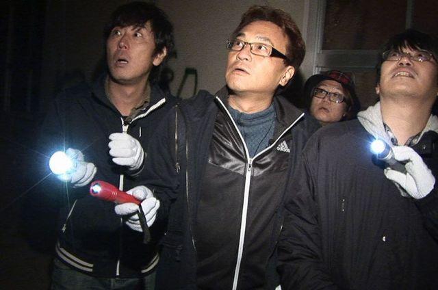 「岩手心霊巡礼紀行」と題した回の撮影で岩手県の廃墟を訪れた北野誠さん(中央)ら