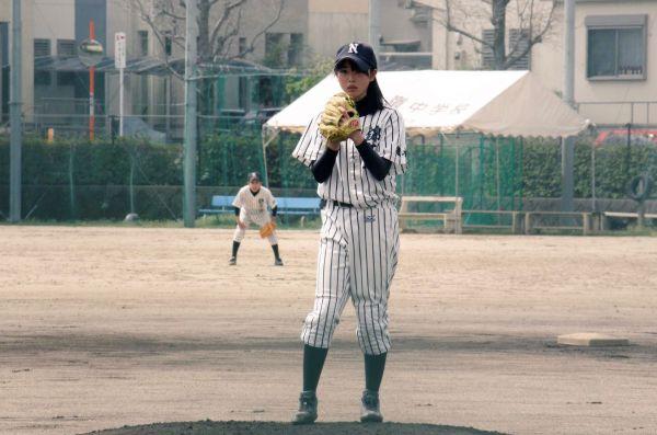 ツイッターに投稿した野球少女だった中学時代の写真=竹本さん提供
